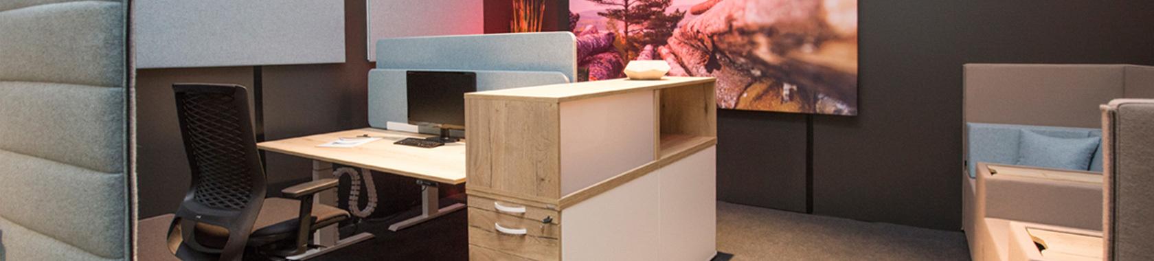 arbeitspl tze von febr raum f r kreativit t art office shop. Black Bedroom Furniture Sets. Home Design Ideas